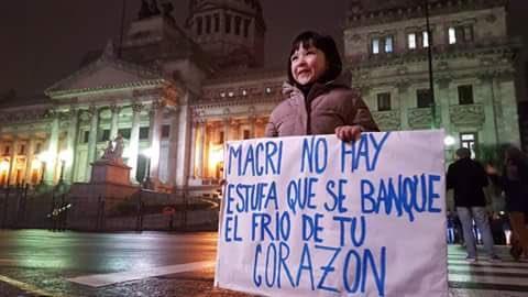 """""""Macri, careta, págame la boleta"""", gritan los manifestantes en las calles de Buenos Aires por el incremento en las tarifas"""