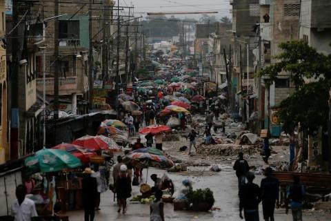 Huracán Matthew cobra 6 vidas y aísla parte de Haití y se dirige hacia Cuba y Florida