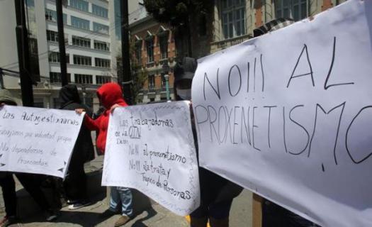 Trabajadoras Sexuales protestan y logran reunión con Luis Revila