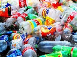 Botellas y bolsas de plástico representan el 50% de los desechos y tienen un solo uso
