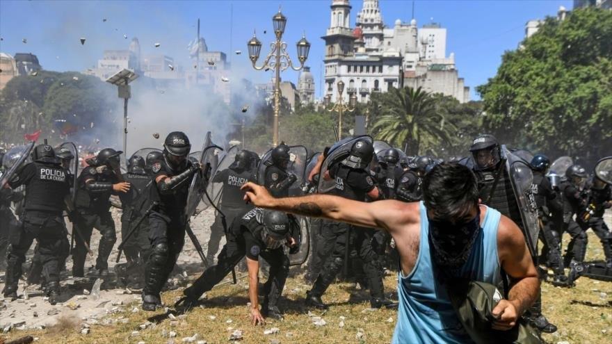 En el Congreso Argentino la plicía arremetió contra los manifestantes