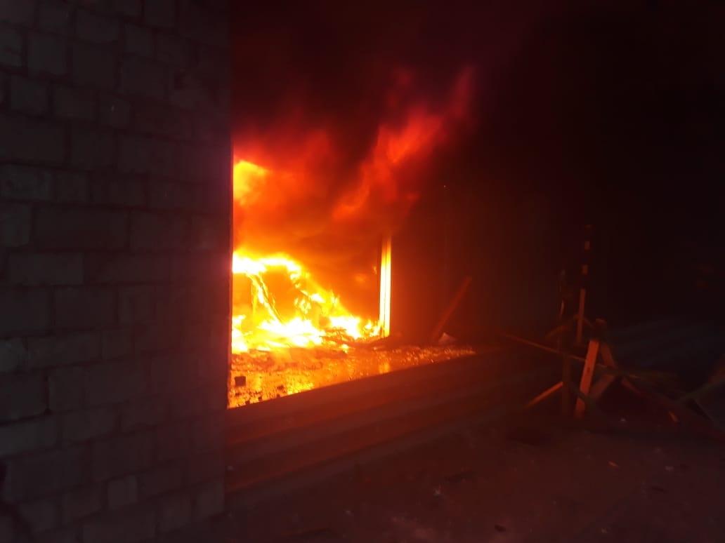 Marcha universitaria termina con incendio  el Tribunal Electoral de Santa Cruz