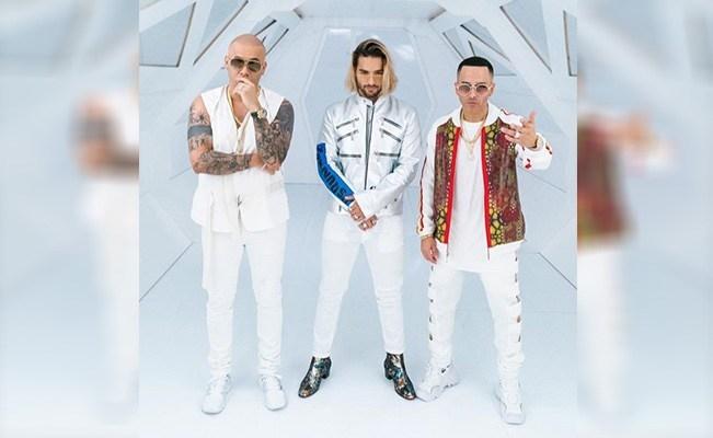 Polémicas botas con tacón que calza Maluma al momento de la promoción del nuevo sencillo