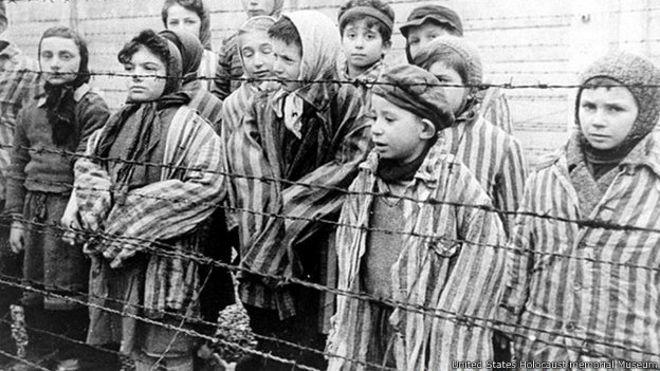 74 aniversario de liberación de sobrevivientes del campo de Auschwitz
