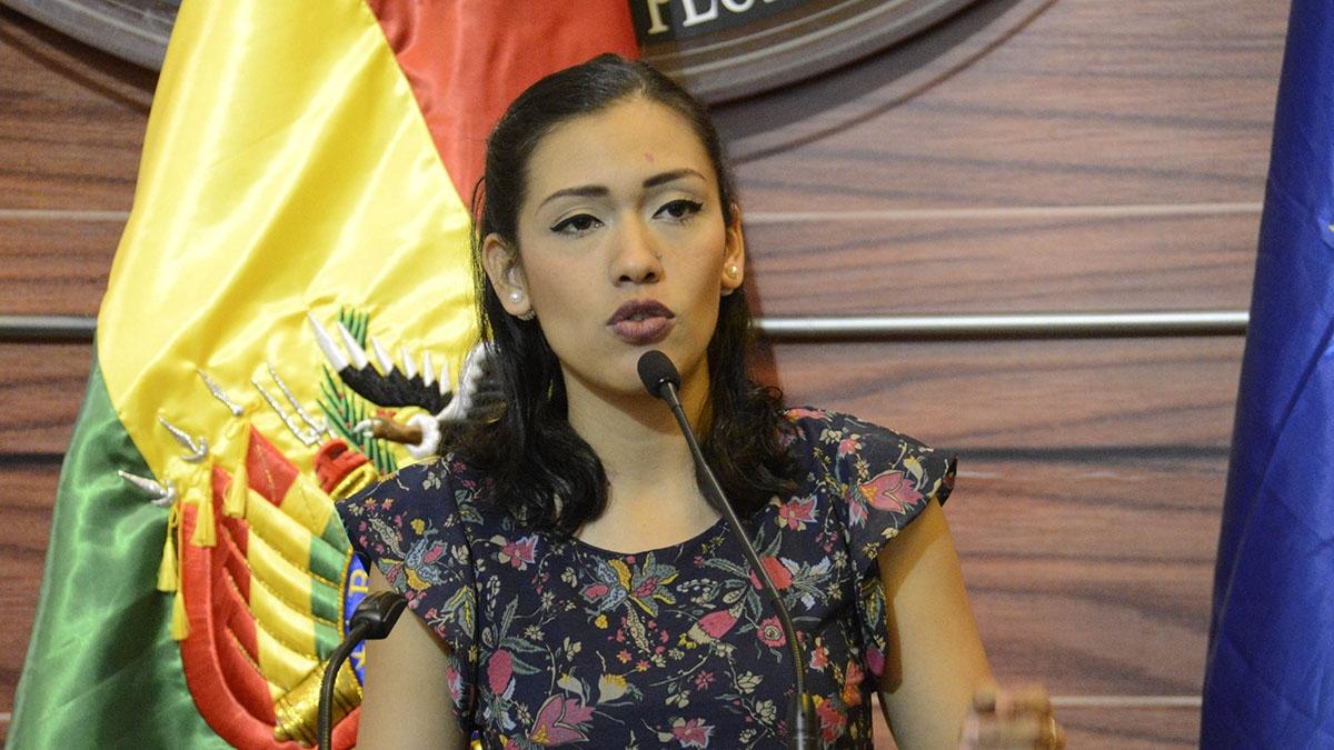 Adriana Salvatierra renuncia voluntariamente a su nacionalidad chilena