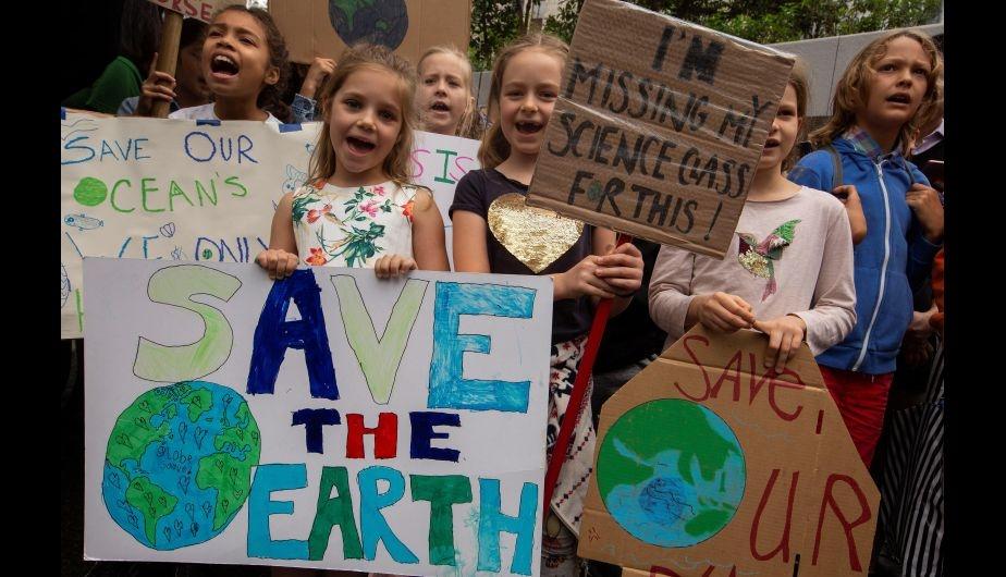 Miles de Jóvenes exigen a líderes medidas contra cambio climático en jornada mundial de marchas