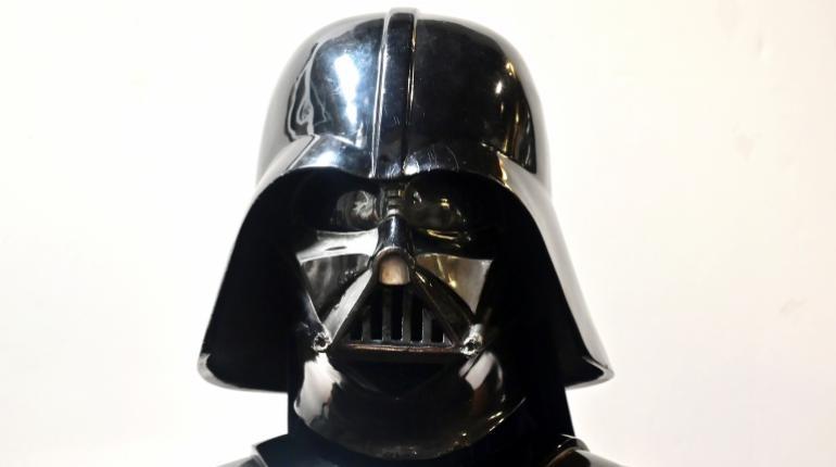 El próximo mes se subastará el casco de Darth Vader en