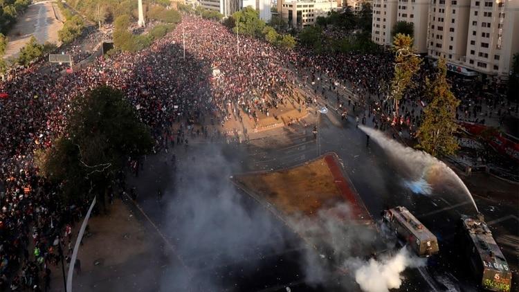 Continúa la presión de miles de chilenos sobre el gobierno de Sebastián Piñera