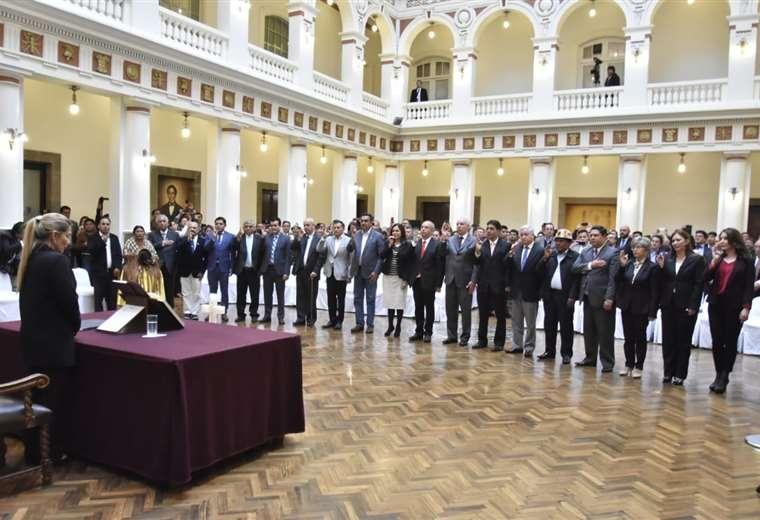 Tres nuevos ministerios, Isabel Fernández, ministra de Comunicación;  Víctor Hugo Cárdenas, ministro de Educación, y Eliane Capobianco, ministra de Desarrollo Rural y Tierras