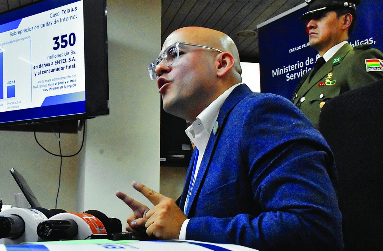 Fiscalía ordena retención de fondos y propiedades de Elio Montes además de otros dos ejecutivos