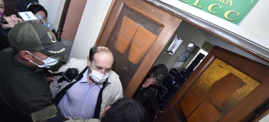 Marcelo Navajas fue quien se contactó con firma española y pasa la noche en celdas policiales por el caso de compra con sobreprecio de 170 respiradores