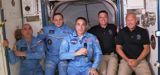 Astronautas de la nave SpaceX llegaron con éxito a la Estación Espacial Internacional