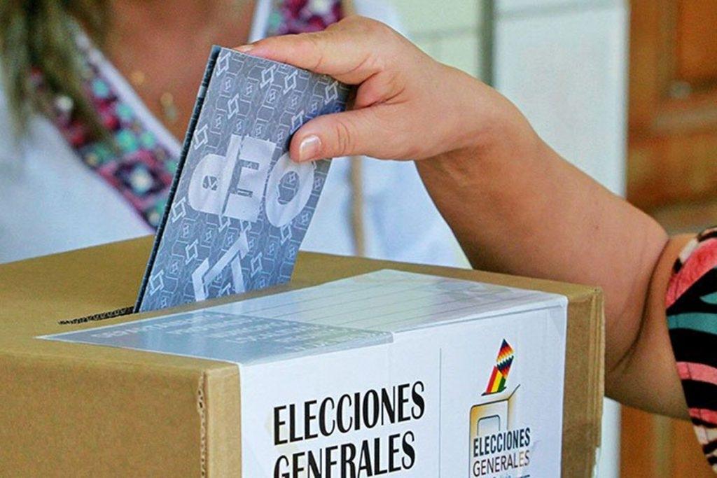 Votantes contarán con guías en las elecciones del 18 de octubre para encontrar rápidamente su mesa y estar menos tiempo en el recinto electoral
