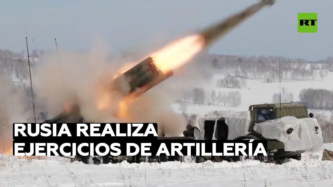 Artilleros rusos ensayan un ataque combinado de varios tipos de piezas