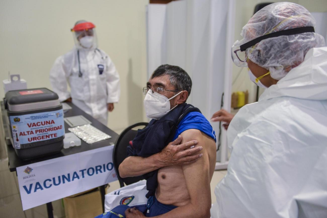 Desde este lunes 12 hasta el viernes 16 de abril CNS reprograma la vacunación anti COVID-19 para adultos mayores de 80 años