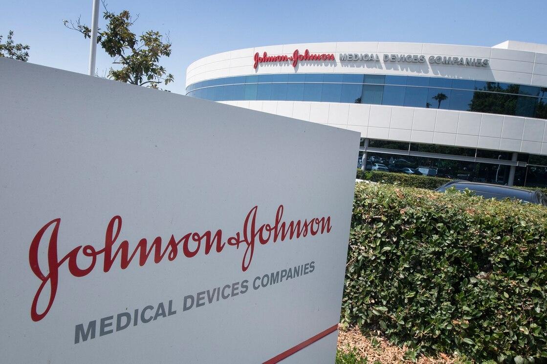 Reguladores de EE.UU. recomiendan frenar la vacunación con Johnson & Johnson