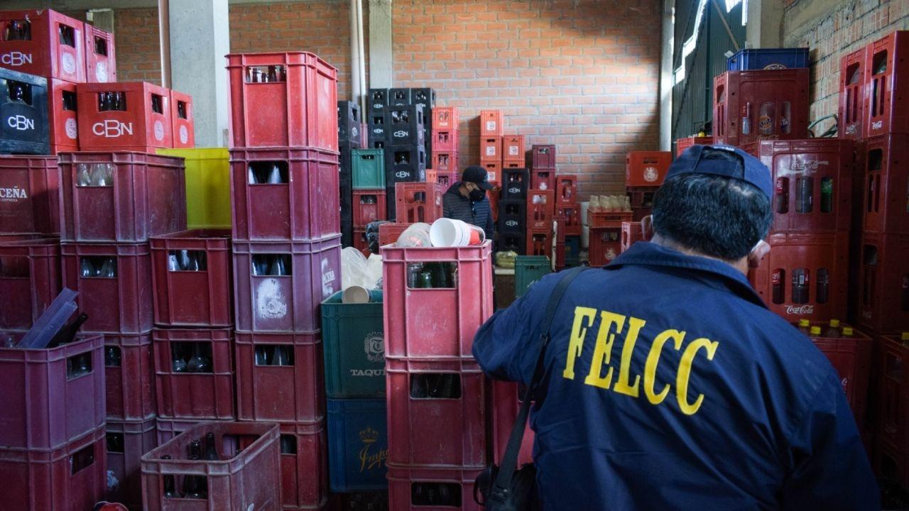 18 personas detenidas, vinculadas por falsificar cerveza y 5 dieron positivo a prueba de Covid