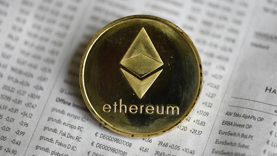 Criptomoneda Ethereum supera los 4.380 dólares y alcanza su máximo histórico
