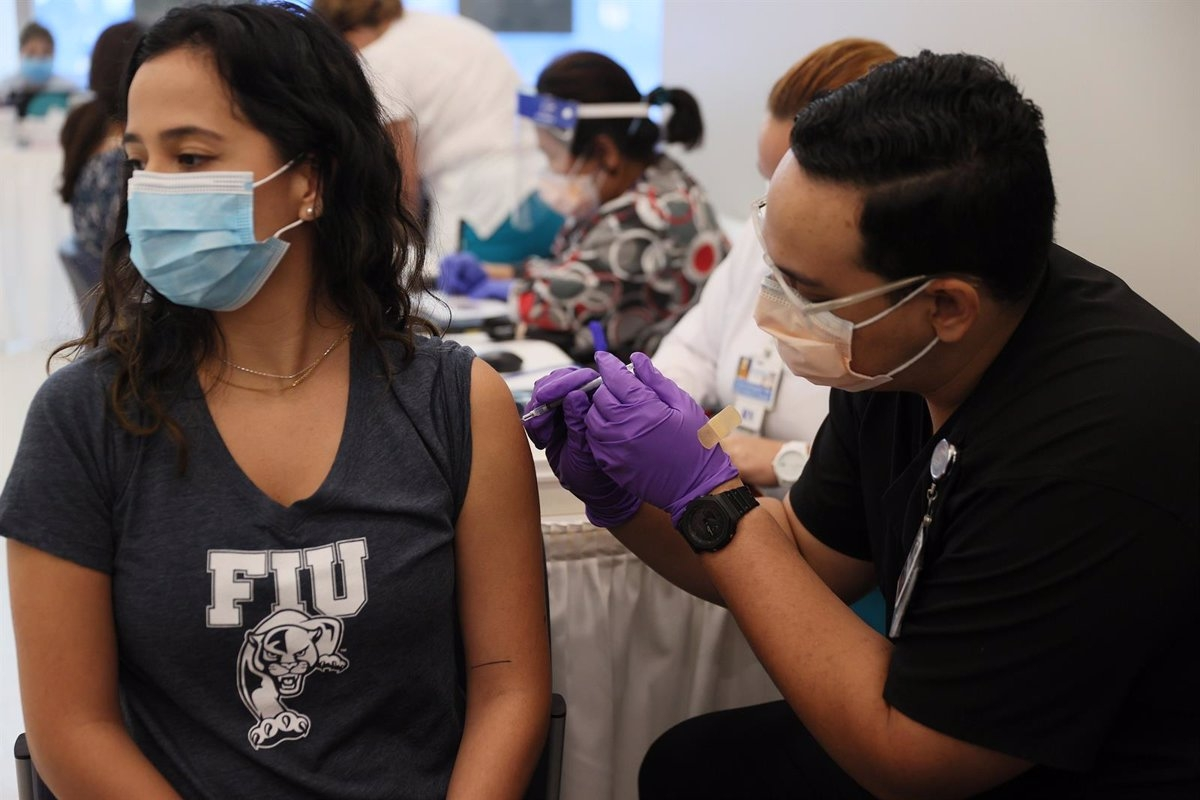 Hasta el 24 de mayo se vacunó con la primera dosis a 1.112.812 personas, mientras que 302.808 recibieron la segunda