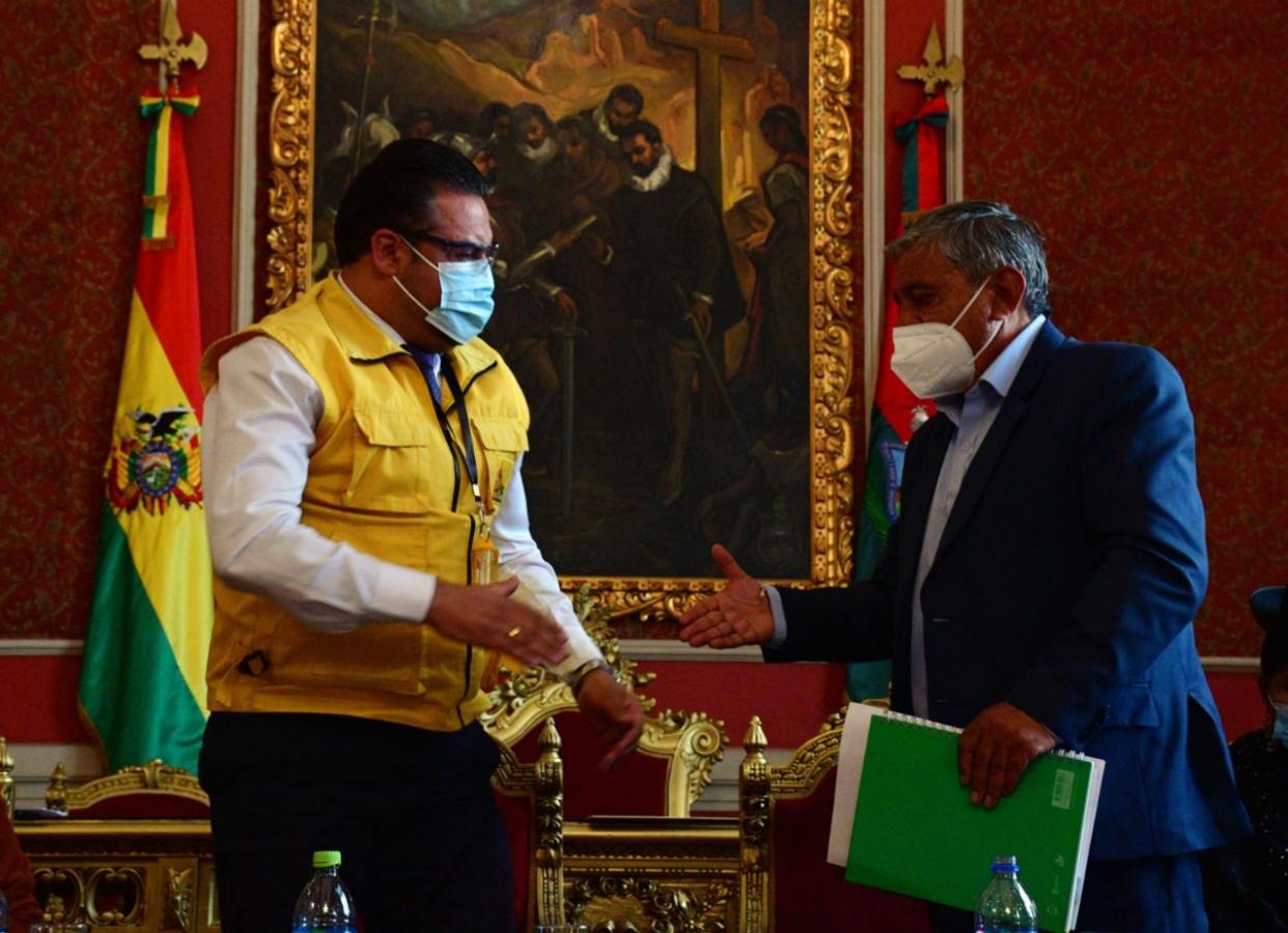 Piden al alcalde Iván Arias abrir investigación a la gestión de Luis Revilla en el juicio por cobro de beneficios sociales iniciado en 2014 que derivó en la retención de 296 mil bolivianos de los fondos de los paceños