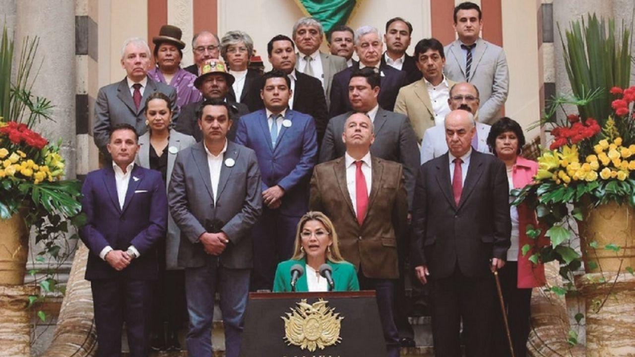 Ministerio Público de La Paz convocó a declarar en calidad de testigos a otros 10 exministros de Jeanine Áñez por el caso gases lacrimógenos informó fiscal Alexis Vilela