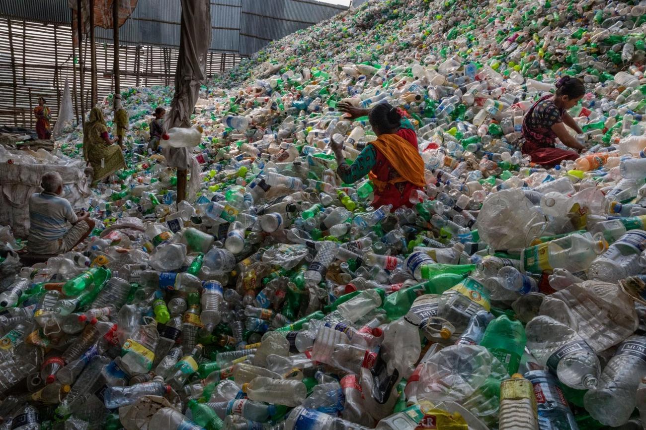 3,7 billones de dólares le cuesta la producción de plástico al mundo entero que se duplicarán en 2040